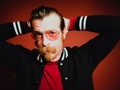 Jesse Hughes apologizes